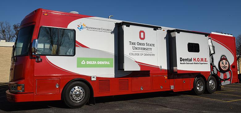 Pediatric mobile dental clinic bus